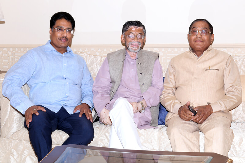 Shri Santosh Kumar Gangwar with Suresh Jain at TMU