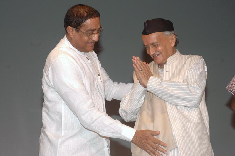 Shri Bhagat Singh Koshyari with Suresh Jain at TMU
