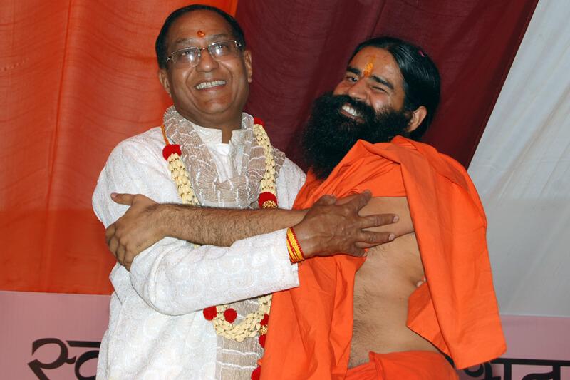 Ayurvedachariya Swami Ramdev with Suresh Jain at TMU