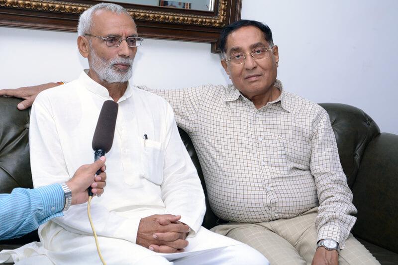 Shri Bharat Bhushan Tyagi with Suresh Jain at TMU